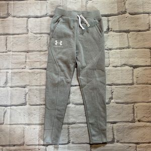 NWOT Youth Under Armour joggers. Sz YSM